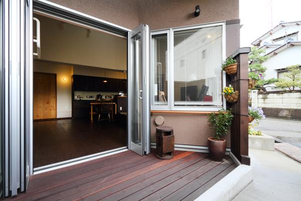 バリアフリー住宅 新築:考える家 石川 金沢 ウッドデッキ
